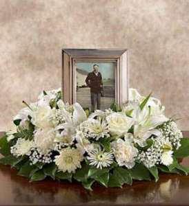 گل ارایی میز ترحیم به همرا عکس